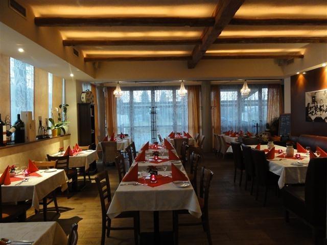 ventuno trattoria restaurant in traun italienisch. Black Bedroom Furniture Sets. Home Design Ideas