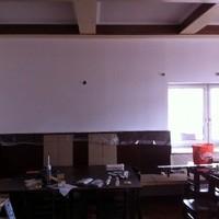 Hier wurde alles neu gestrichen in schönem weiß! Juhu der Saal ist endlich fertig!!