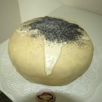 Der Germknödel, der eigentlich eine Schwarzwälder-Kirsch-Torte is