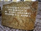 Erlebnis 13: Mahnstein vor Hitlers Geburtshaus