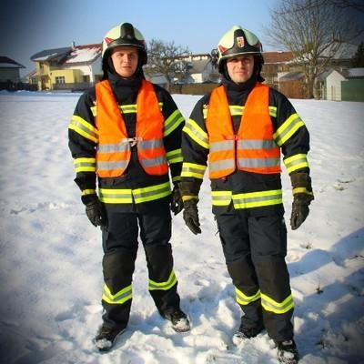 Schutzbekleidung mit Warnwesten (immer auf öffentlichen Verkehrswegen)