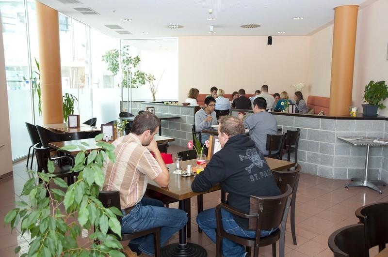 stadtgutcafe restaurant in steyr gasthaus gastronomie. Black Bedroom Furniture Sets. Home Design Ideas