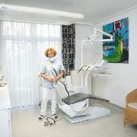 DR. LUCIA WIENERROITHER Facharzt für Zahn-, Mund- und Kieferheilkunde