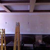 Heute wurden die Wände im Saal neu gemacht!  Hier sieht man wie es vorher ausgeschaut hat