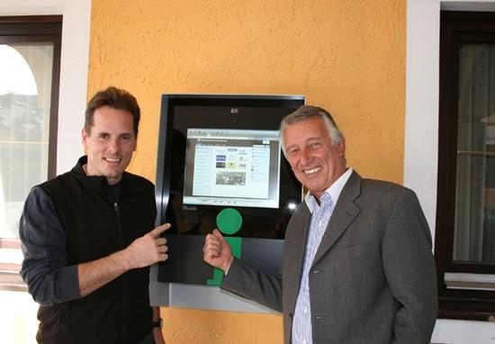 Beispiel Infopont mit Präs. Helmut Mödelhammer und GF Markus Malzl
