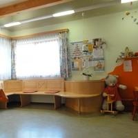 Wartebereich mit Kinderecke