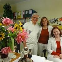 Dr. Ferdinand Stegfellner mit Gattin Christine und Erika Koppler