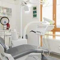 Dr Philipp Bausch Zahnarzt4