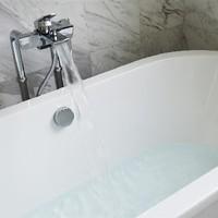Badewanne mit Armatur