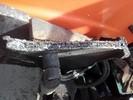 Abgerissene Frontladerkonsole vor der Reparatur