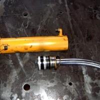 Hydraulikzylinder vor der Reparatur