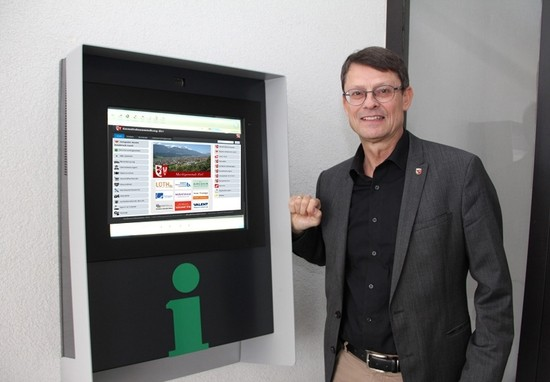 Inbetriebnahme Infopoint Zirl mit Bürgermeister Öfner