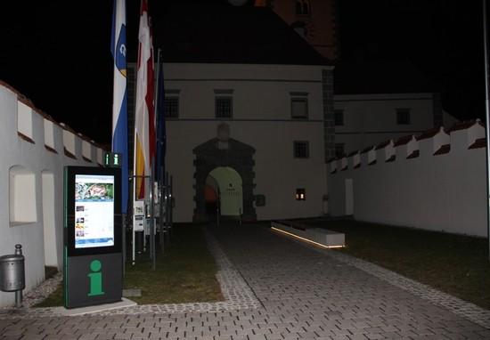Infopoint Eberndorf bei Nacht 2