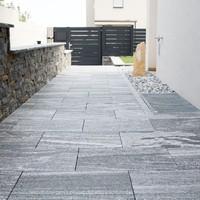 Keramische Platten mit Granitplatten kombiniert, lose verlegt (1)