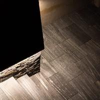 Keramische Platten mit Granitplatten kombiniert, lose verlegt (6)