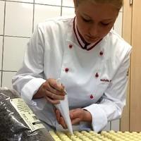 Natalie Frühwirth, Herstellung Whiskypralinen