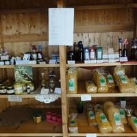 Dorfladen Bäuerliche Produkte Teigwaren, Honig, Liköre und Schnäpse
