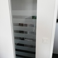 Folienbeklebung als Sichtschutz in Büroräumen