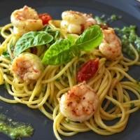 Spaghetti mit Scampi und Pesto