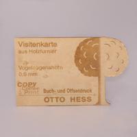 Lasergeschnittene Visitenkarte aus Furnier aus Vogelaugenahorn
