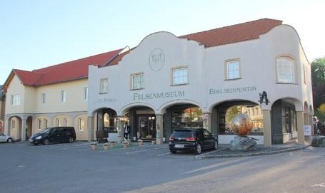 Felsenmuseum - Edelserpentinmuseum - Schaubergwerk