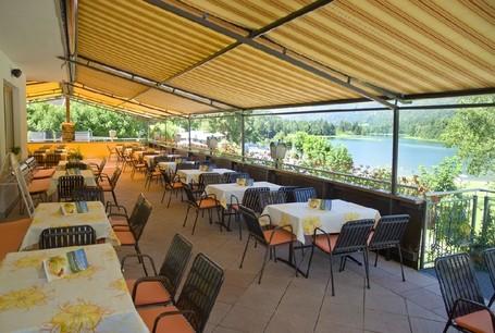 Appartements    &    Camping Seehof    * * * * *        am Reintalersee.           Café - Restaurant