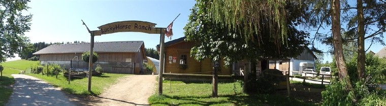 Aussenansicht Zugang Ranch