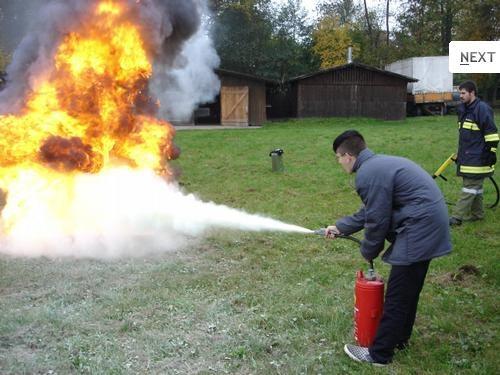 Feuerlöscherübung der Feuerwehrjugend