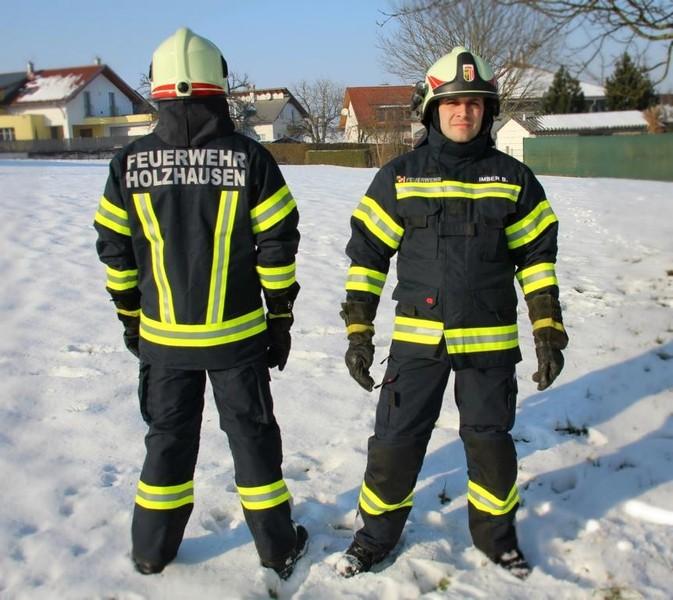 Neue Einsatzbekleidung für die Feuerwehr Holzhausen