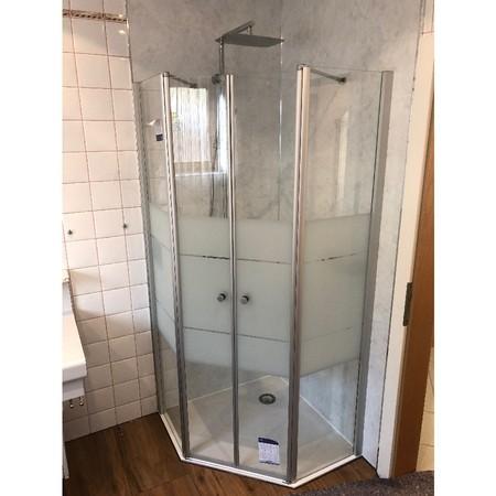 BADEZIMMER: Neue Duschanlage