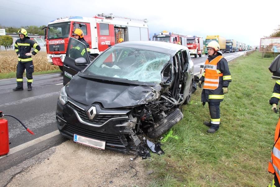 Einsatz: Verkehrsunfall Eingklemmte Person B1 - Hörsching