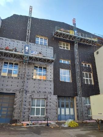 Mastkletterbühnen für Fassadenarbeiten