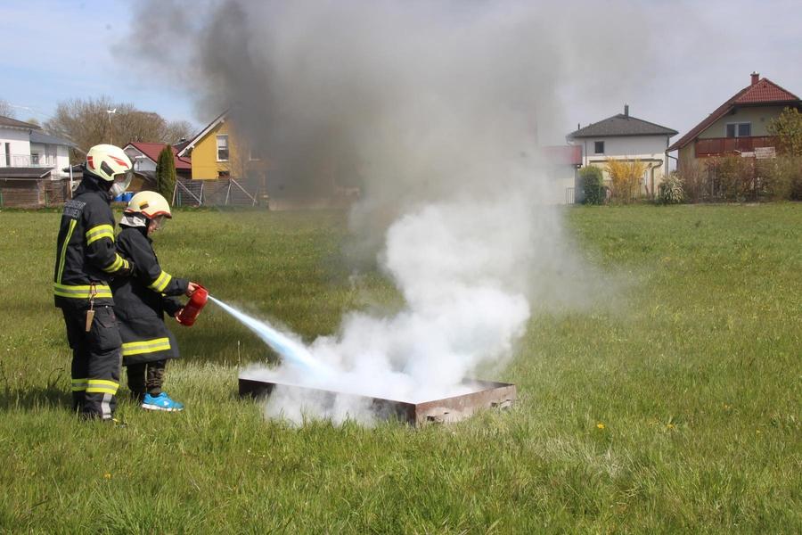 Feuerwehrjugend - Löscherübung