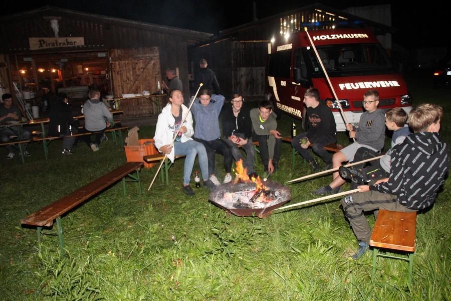 FJ: Übernachtung im Feuerwehrhaus