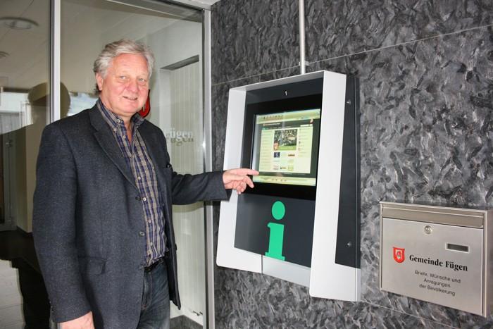 Bild 1 Inbetriebnahme Bürgermeister Walter Höllwarth Oktober 2015 web