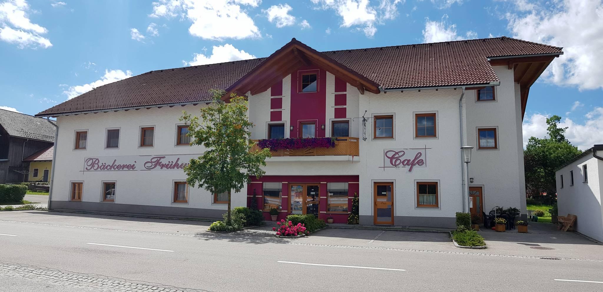 Außenansicht Bäckerei Konditorei Cafe Frühwirth Altmelon