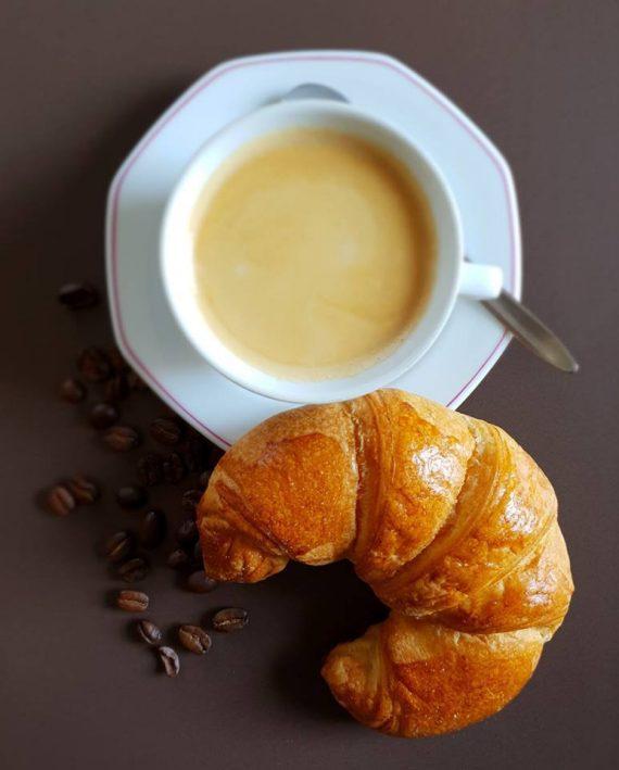 Verlängerter mit Butter Croissant